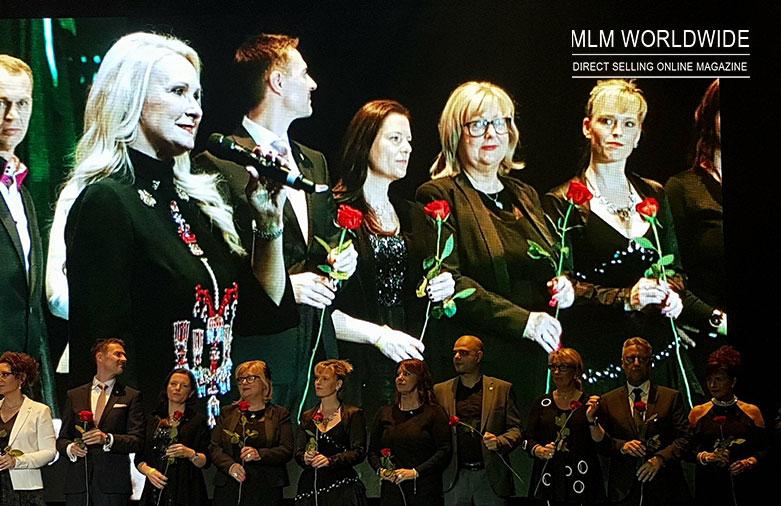 Ilona-Dame-on-stage-Juchheim-Cosmetics